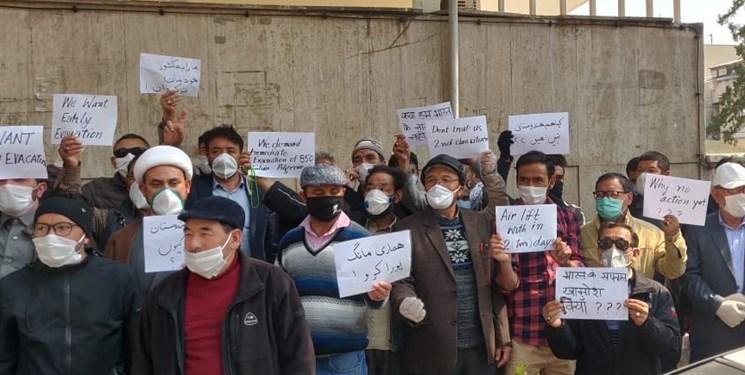تجمع زوار هندی مقابل سفارت هند در تهران