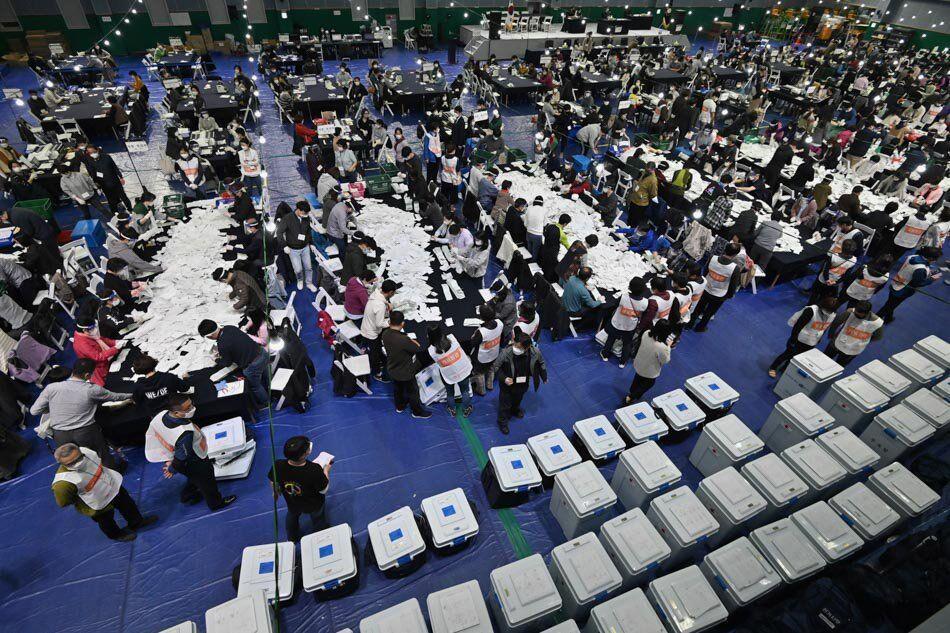 خبرنگاران حزب حاکم بیشتر کرسی های مجلس کره جنوبی را بدست آورد