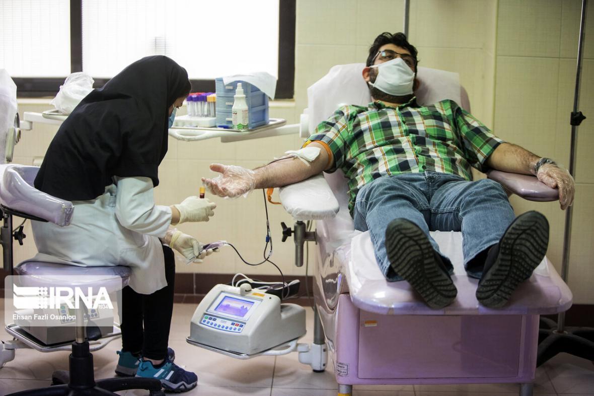 خبرنگاران پایگاه انتقال خون مهاباد پذیرای نذر خون روزه داران در شب های قدر است