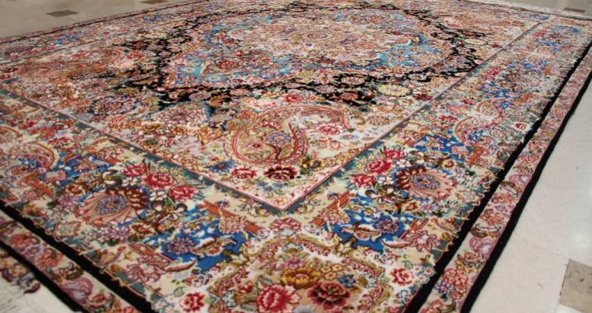 دو دلیل برای انتقال فرش دستباف ایرانی از زمین به دیوار خانه ها