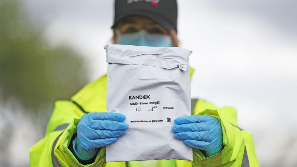 خبرنگاران اجرای طرح تست و ردیابی کرونا برای خروج از قرنطینه در انگلیس
