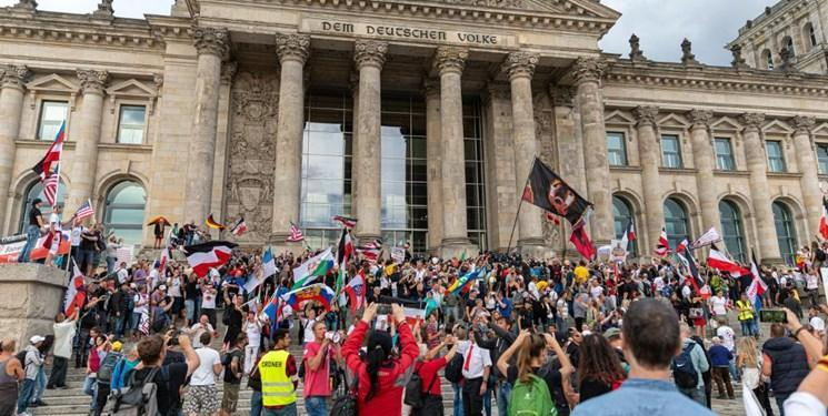 مردم آلمان در مخالفت با محدودیت های کرونا تظاهرات کردند