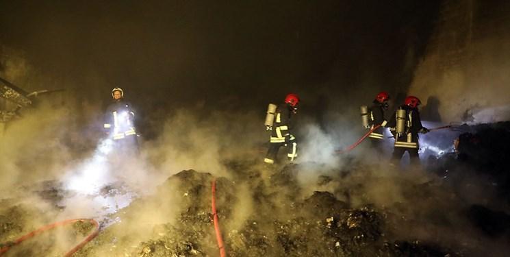 حریق کارگاه 2000 متری تولید مواد نفتی در جاده ورامین