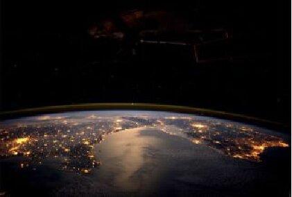 دست دوستی انسان ها با زمین در ساعت جهانی زمین خبرنگاران