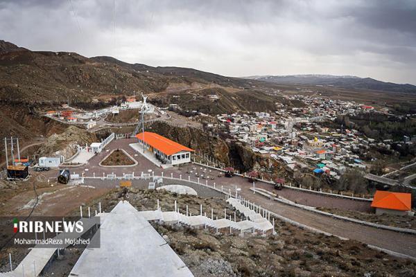 گردشگران نوروزی در نخستین پل شیشه ای قوسی دنیا، تصاویر
